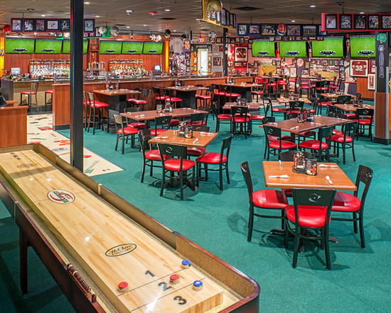 5-reasons-shuffleboard-is-the-best-bar-game