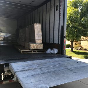 Shuffleboard table shipping liftgate